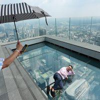 Skywalk Pertama Di Thailand Ada Di Mahanakhon Tower